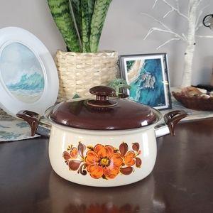 Retro vintage pot